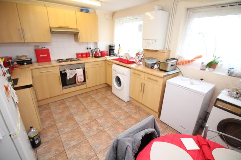 2 Bedrooms Ground Flat for sale in Goshawk Road, Haverfordwest, Pembrokeshire. SA61 2TY