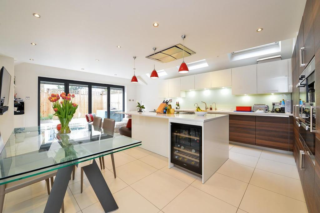5 Bedrooms Terraced House for sale in Bowood Road, Battersea, SW11