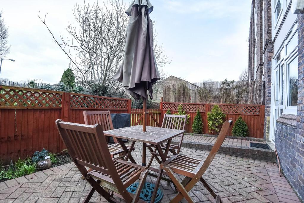 1 Bedroom Flat for sale in Arnal Crescent, Wandsworth