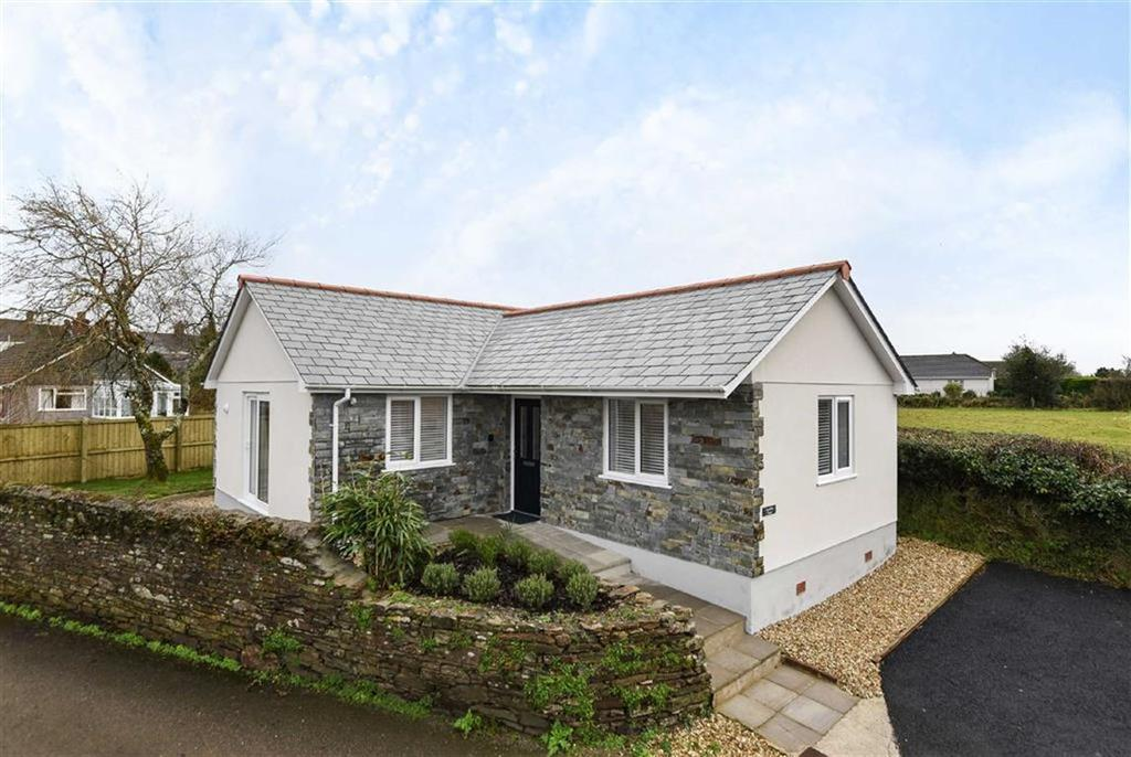 2 Bedrooms Bungalow for sale in Willoughby Place, Callington, Cornwall
