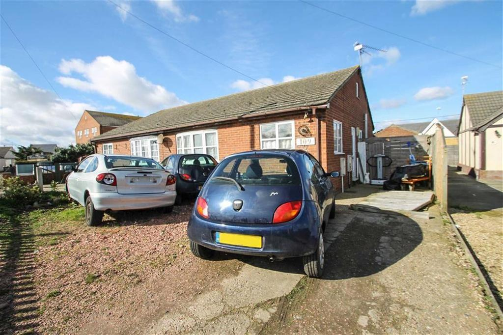 2 Bedrooms Detached Bungalow for sale in The Broadway, Jaywick