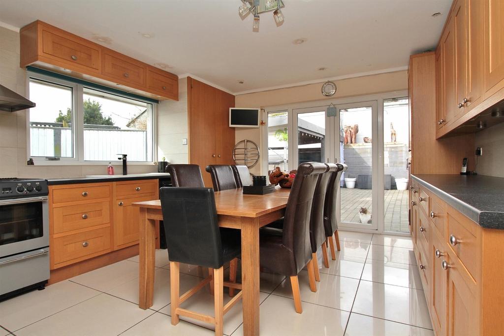 4 Bedrooms Detached Bungalow for sale in Balsdean Road, Woodingdean