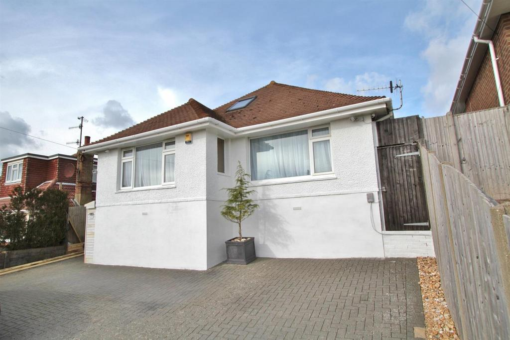 4 Bedrooms Detached Bungalow for sale in Balsdean Road, Woodingdean