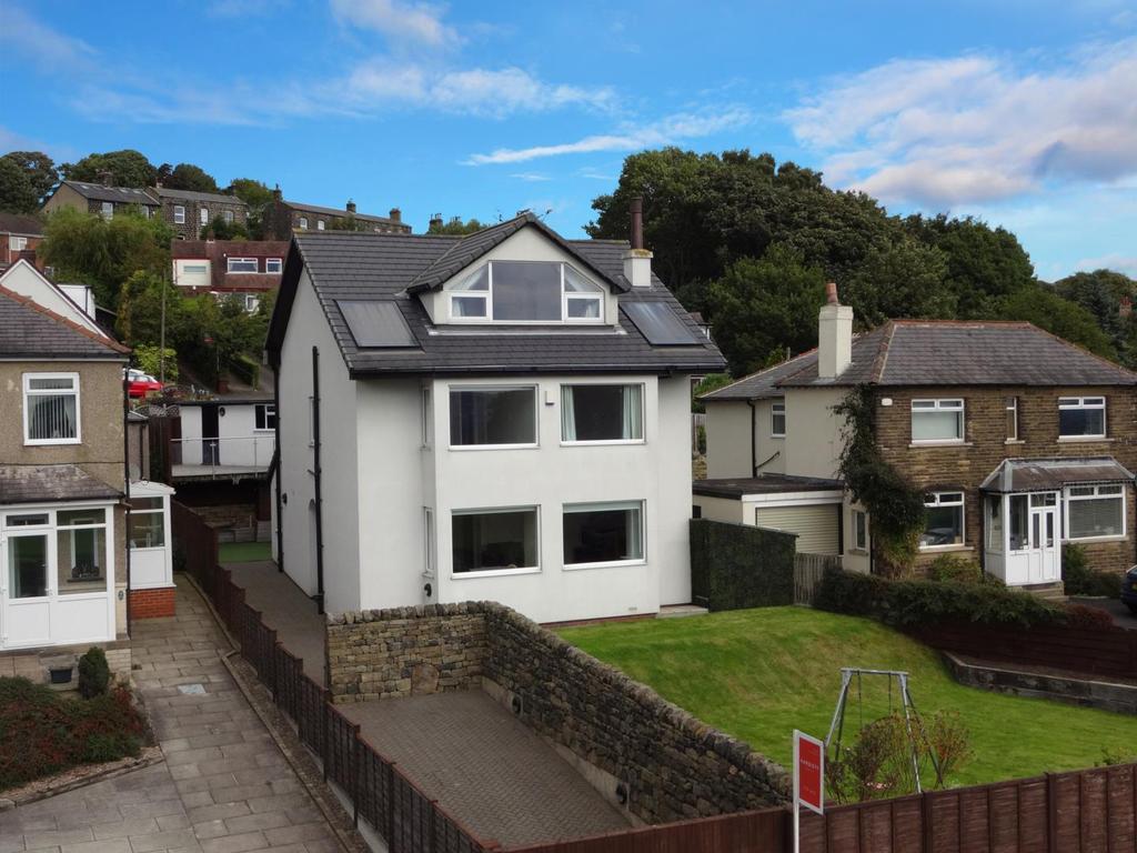 5 Bedrooms Detached House for sale in Leeds Road, Rawdon, Leeds