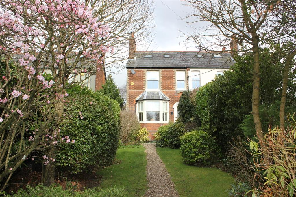 3 Bedrooms Semi Detached House for sale in Danbury, Chelmsford
