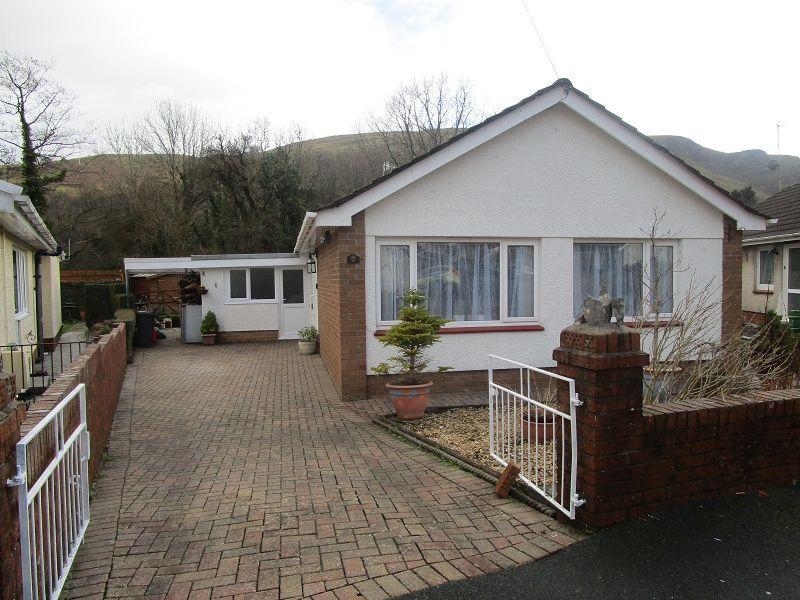 3 Bedrooms Detached Bungalow for sale in Glantawe Park, Ystradgynlais, Swansea.