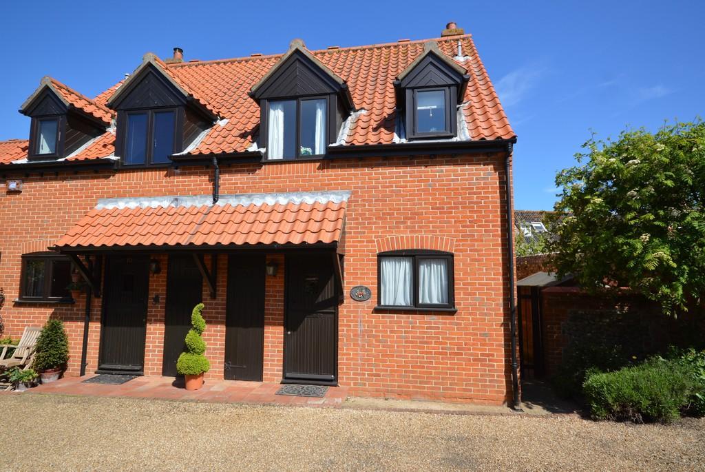 2 Bedrooms Semi Detached House for sale in The Pastures, Blakeney, Norfolk