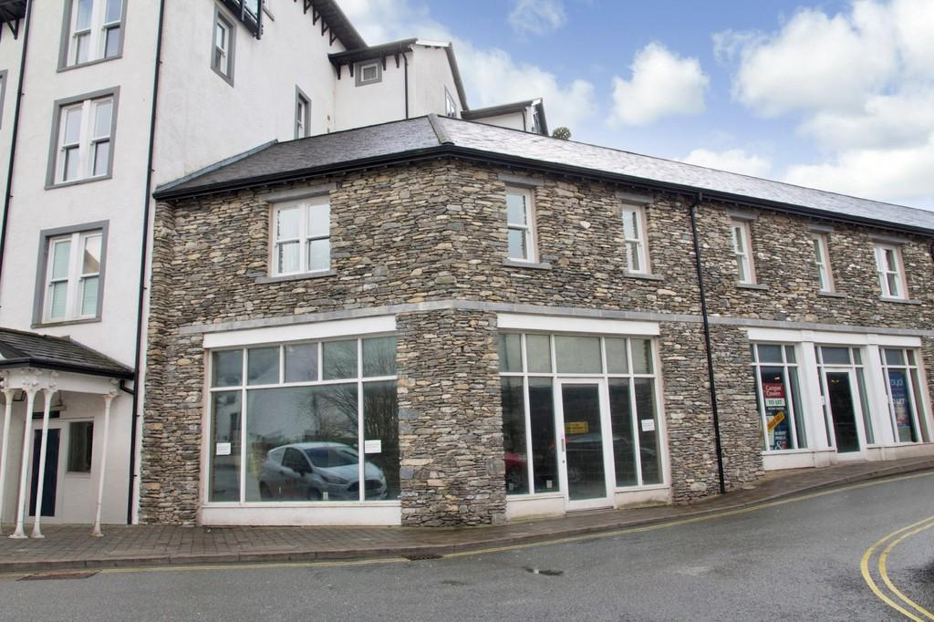 2 Bedrooms Apartment Flat for sale in 3 St Martins Court, St Martins Parade, Bowness on Windermere, Cumbria, LA23 3GQ