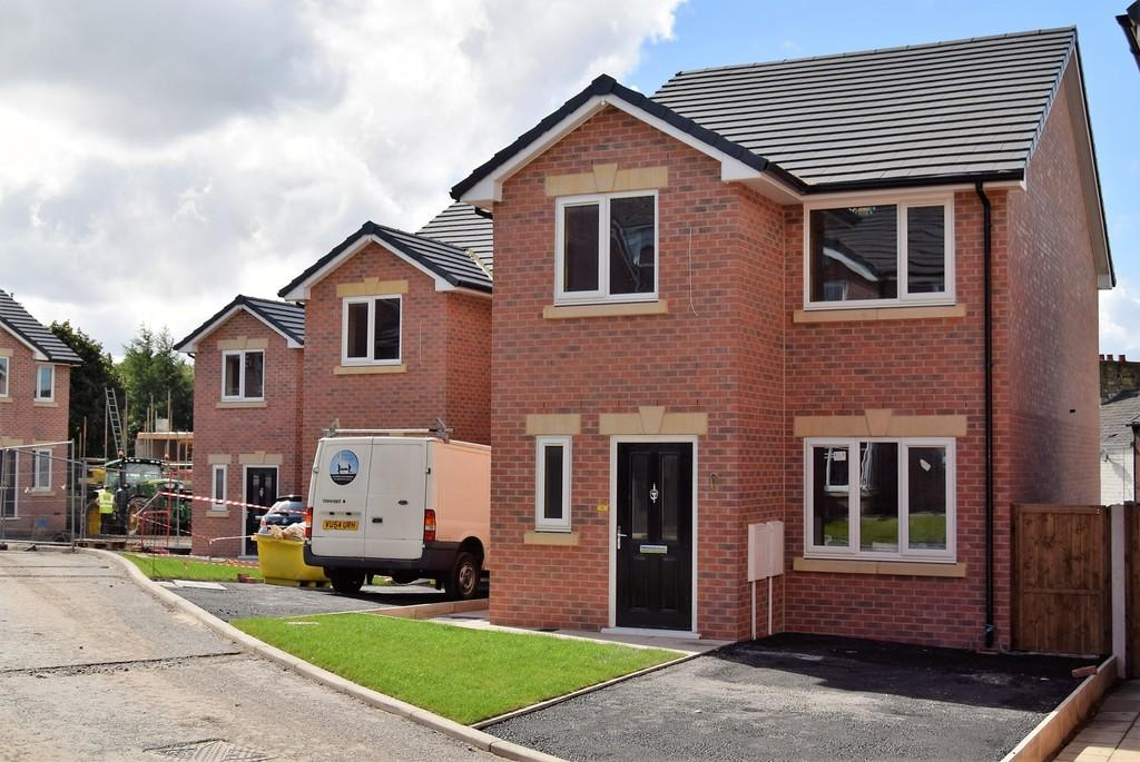 3 Bedrooms Detached House for sale in 10 Parkfield Court, Moorside