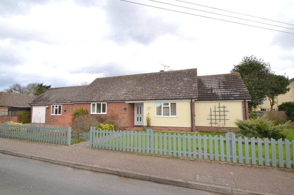 4 Bedrooms Detached Bungalow for sale in Larksfield Road, Stutton, Ipswich, Suffolk