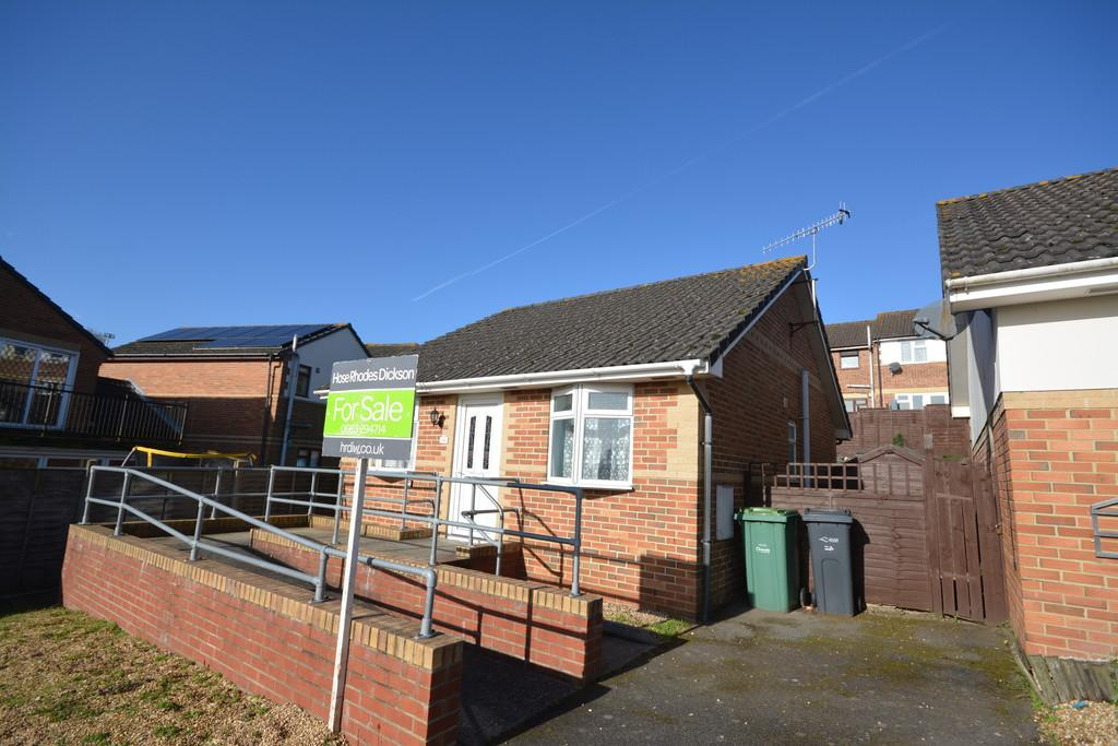 2 Bedrooms Detached Bungalow for sale in Nelson Drive, Cowes