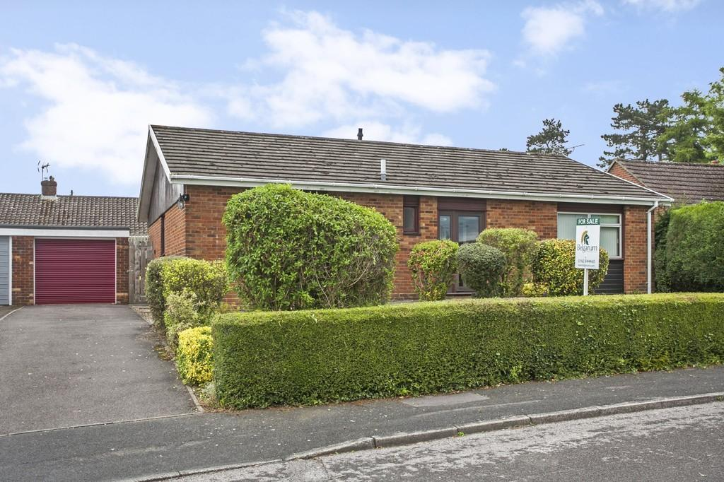 3 Bedrooms Detached Bungalow for sale in Shepherds Close, Winchester, SO22