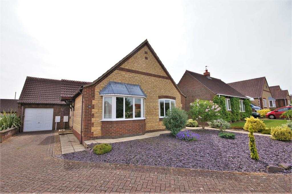 2 Bedrooms Detached Bungalow for sale in Henson Drive, Navenby