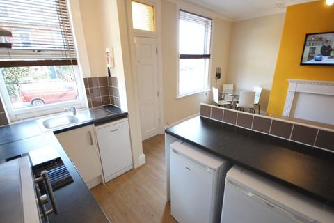 3 bedroom terraced house to rent - Beechwood Street,Burley