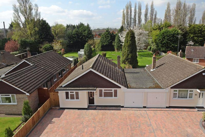 3 Bedrooms Detached Bungalow for sale in Ampthill Road, Flitwick