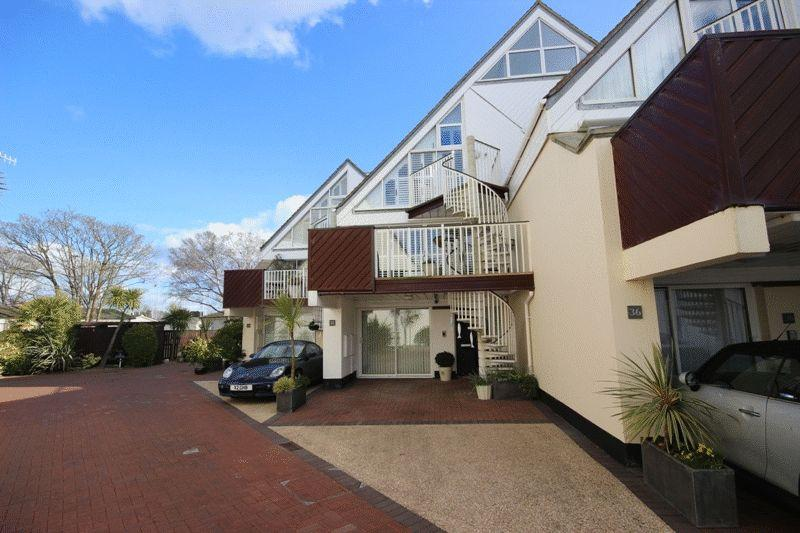 4 Bedrooms House for sale in CHRISTCHURCH TOWN CENTRE