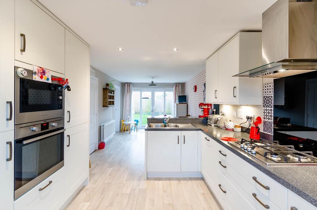 4 Bedrooms Detached House for sale in 36 Longbridge Drive, Easingwold, York