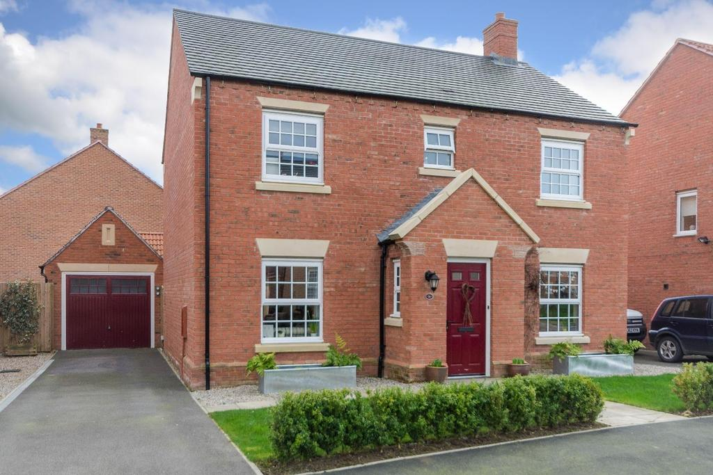 4 Bedrooms Detached House for sale in 36 Longbridge Drive, Easingwold, York