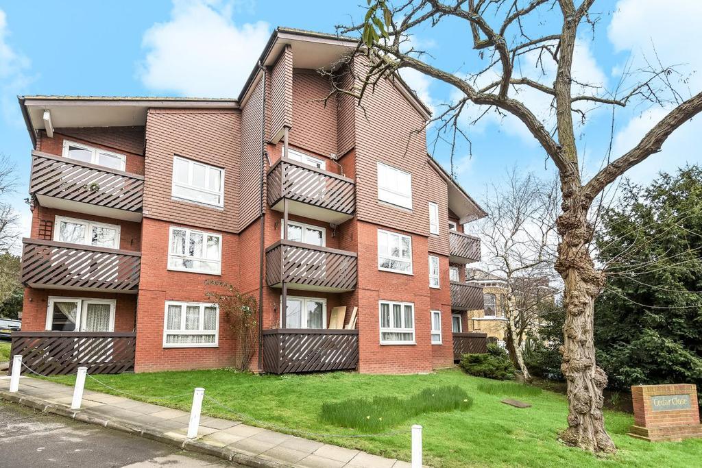 1 Bedroom Flat for sale in Cedar Close, Dulwich, SE21