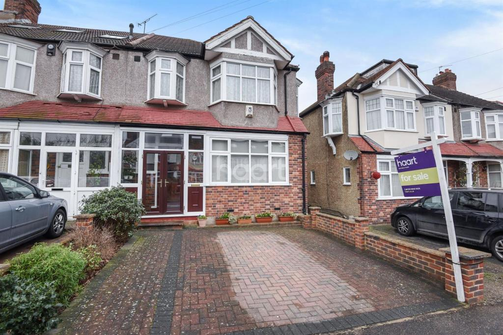 3 Bedrooms End Of Terrace House for sale in The Green, Morden, SM4