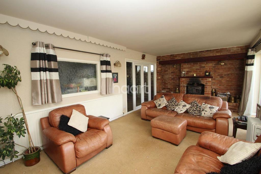 2 Bedrooms Bungalow for sale in Colby Drive, Thurmaston, Leicester