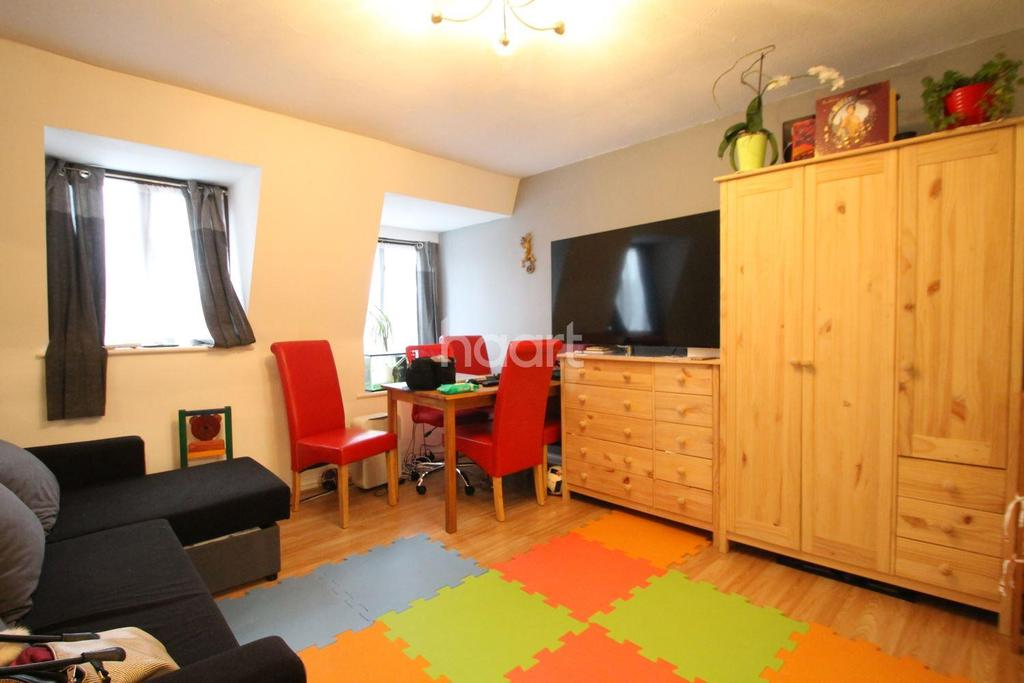 1 Bedroom Flat for sale in Great Buy To Let