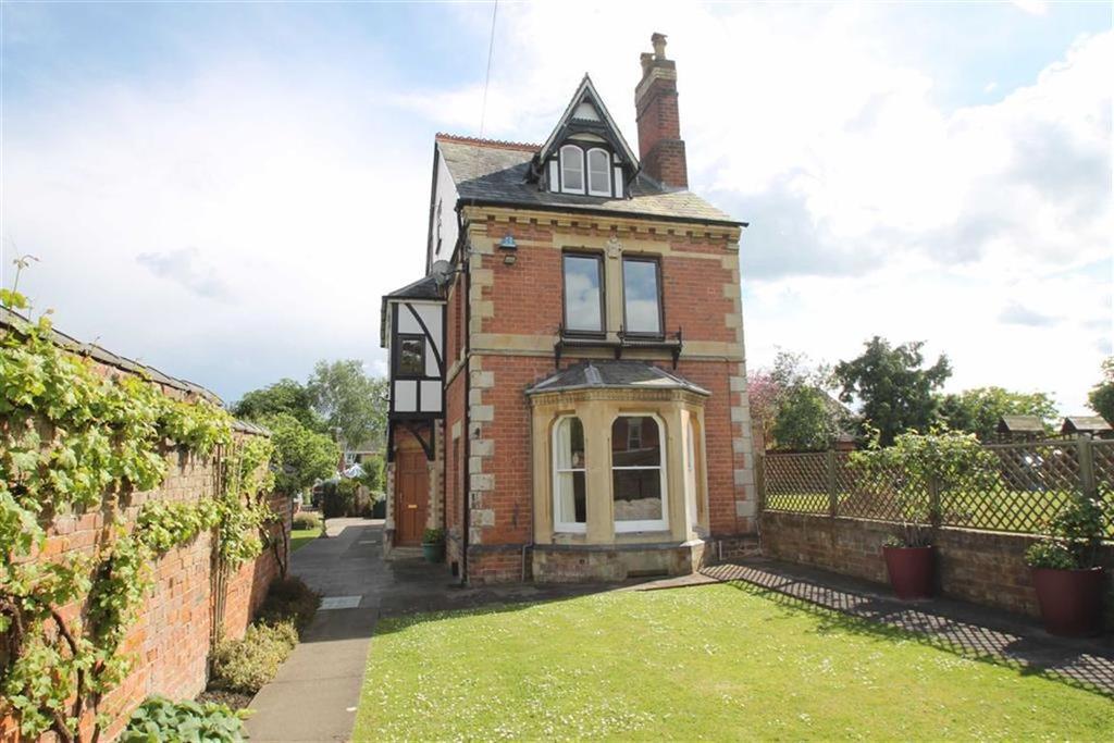 5 Bedrooms Detached House for sale in Bargates, LEOMINSTER, Leominster