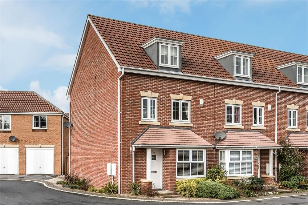 4 Bedrooms End Of Terrace House for sale in Kings Park, Birstall, BATLEY, West Yorkshire