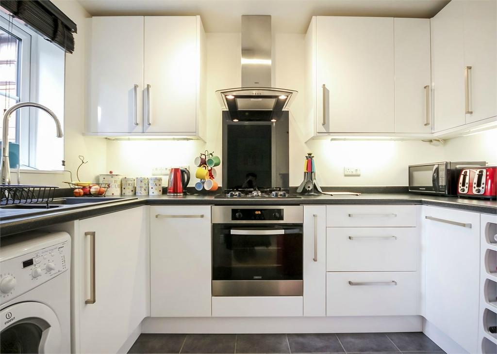 2 Bedrooms Terraced House for sale in Axbridge, Forest Park, Bracknell, Berkshire