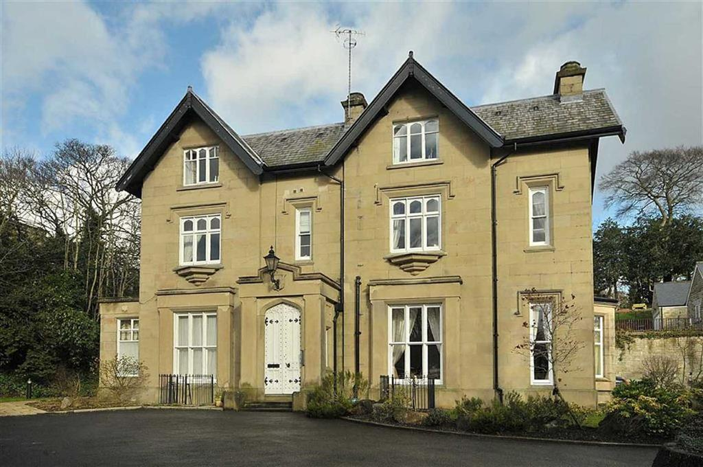 2 Bedrooms Flat for sale in Carterbench House, Clarence Road, Bollington