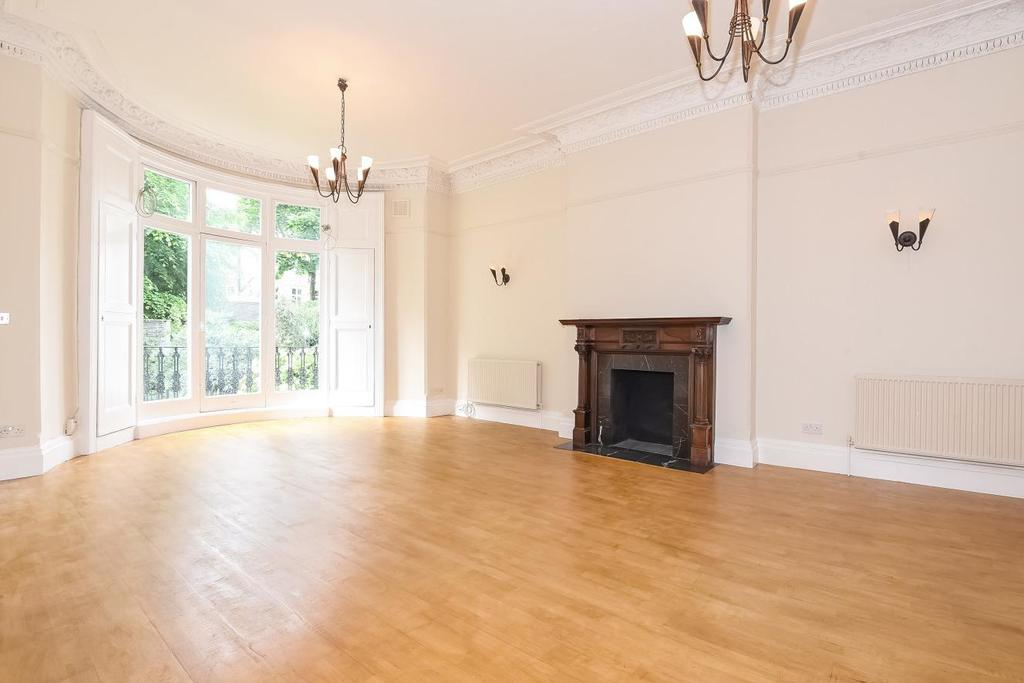 2 Bedrooms Flat for sale in Adamson Road, Belsize Park