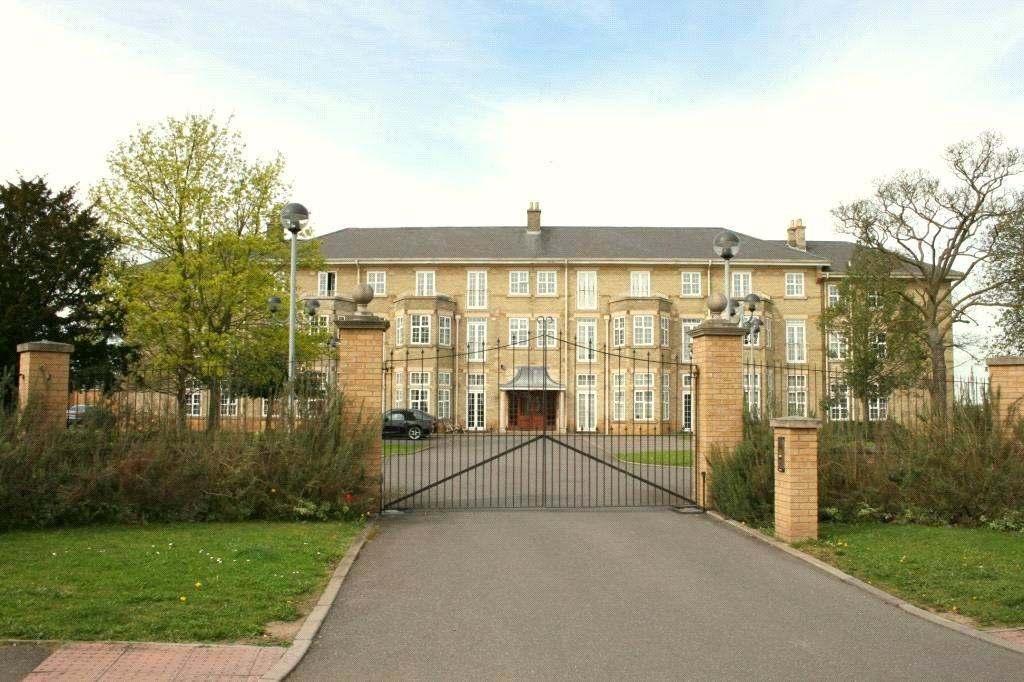 2 Bedrooms Flat for sale in Cathedral Heights, Chichester Road, LN4