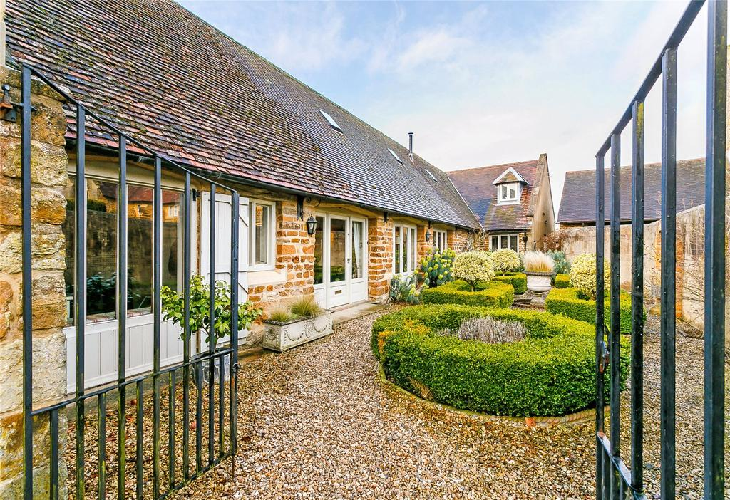 4 Bedrooms Barn Conversion Character Property for sale in Culworth, Banbury, Oxfordshire