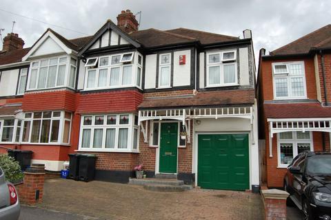 4 bedroom end of terrace house for sale - Chestnut Avenue, Buckhurst Hill, IG9