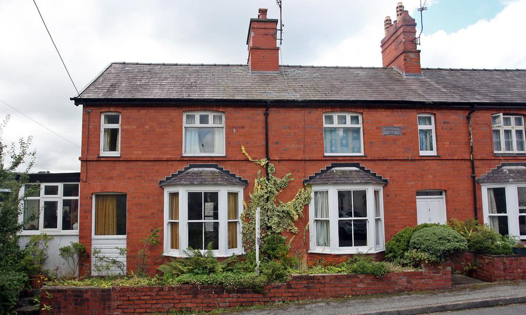 4 Bedrooms Semi Detached House for sale in Cambria Road, Menai Bridge, North Wales