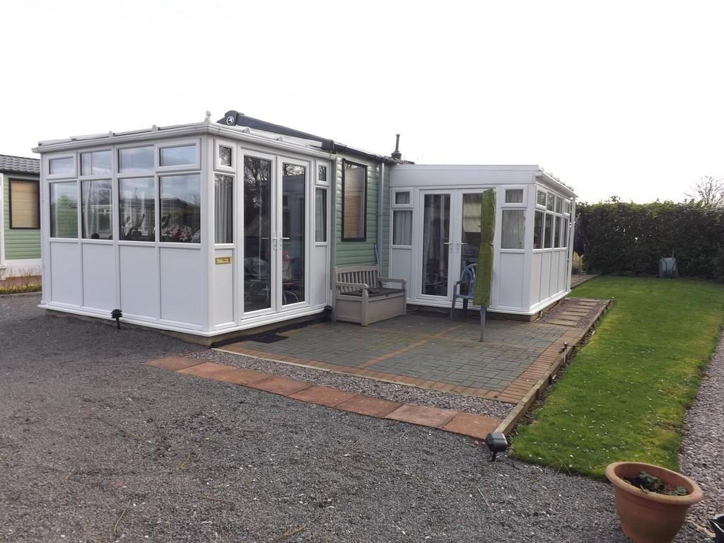 2 Bedrooms Mobile Home for sale in Heron Orchard Park, Frostley Gate