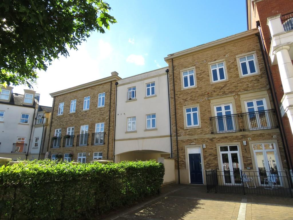 2 Bedrooms Apartment Flat for sale in Willow Gardens, Dickens Heath