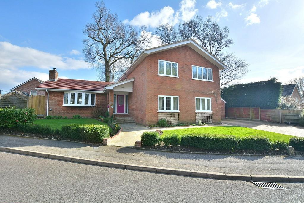 5 Bedrooms Detached House for sale in Lynwood Drive, Wimborne