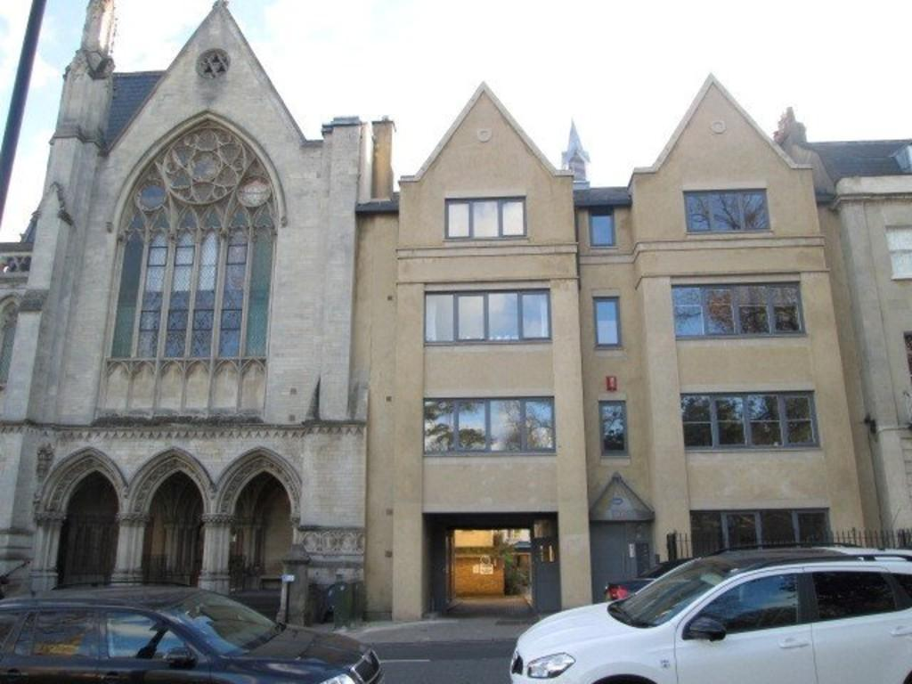 2 Bedrooms Apartment Flat for rent in Clifton, Suspension Bridge Road, BS8 4AN