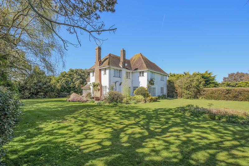 6 Bedrooms Detached House for sale in Willowhayne, East Preston