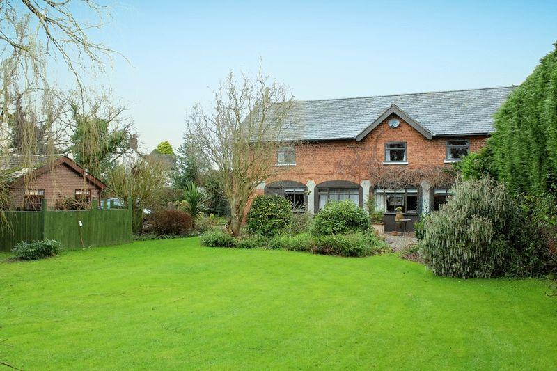 3 Bedrooms Detached House for sale in Weston Lullingfields, Shrewsbury, SY4 2AA