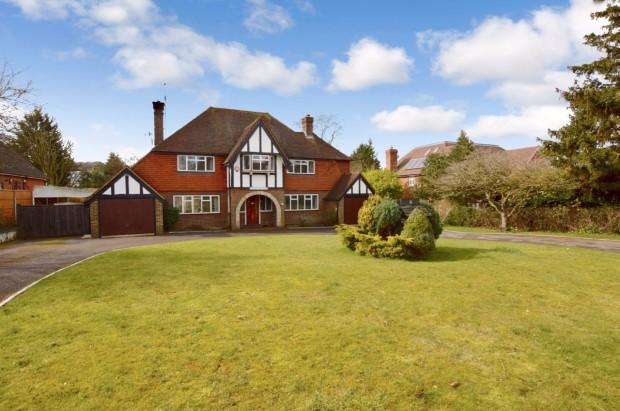 4 Bedrooms Detached House for sale in Ralliwood Road, Ashtead, KT21