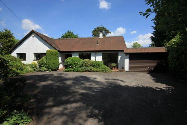 4 Bedrooms Detached Bungalow for sale in East Horsley