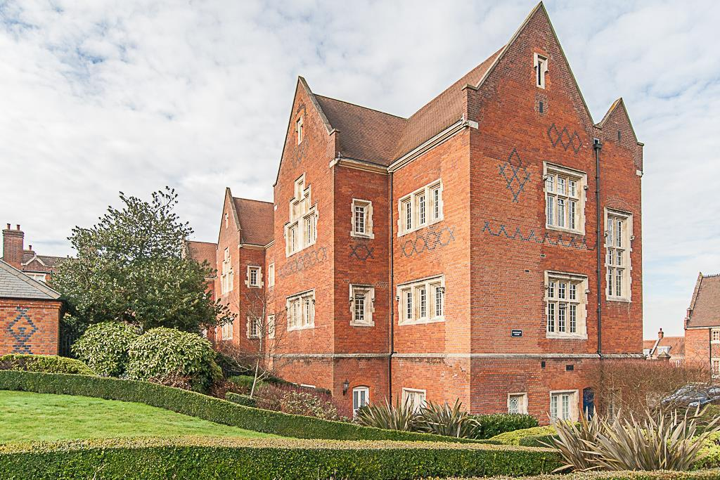 1 Bedroom Apartment Flat for sale in The Galleries, Warley, Brentwood