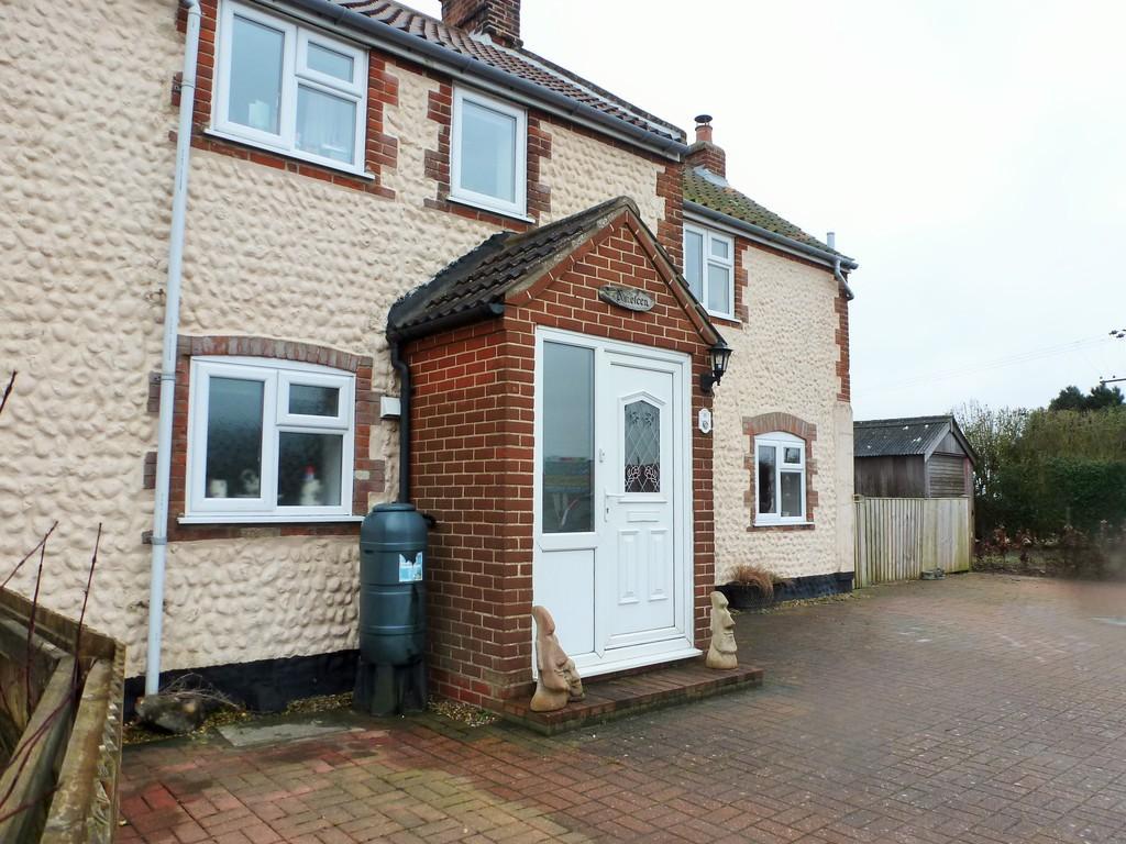 4 Bedrooms Semi Detached House for sale in Trimingham