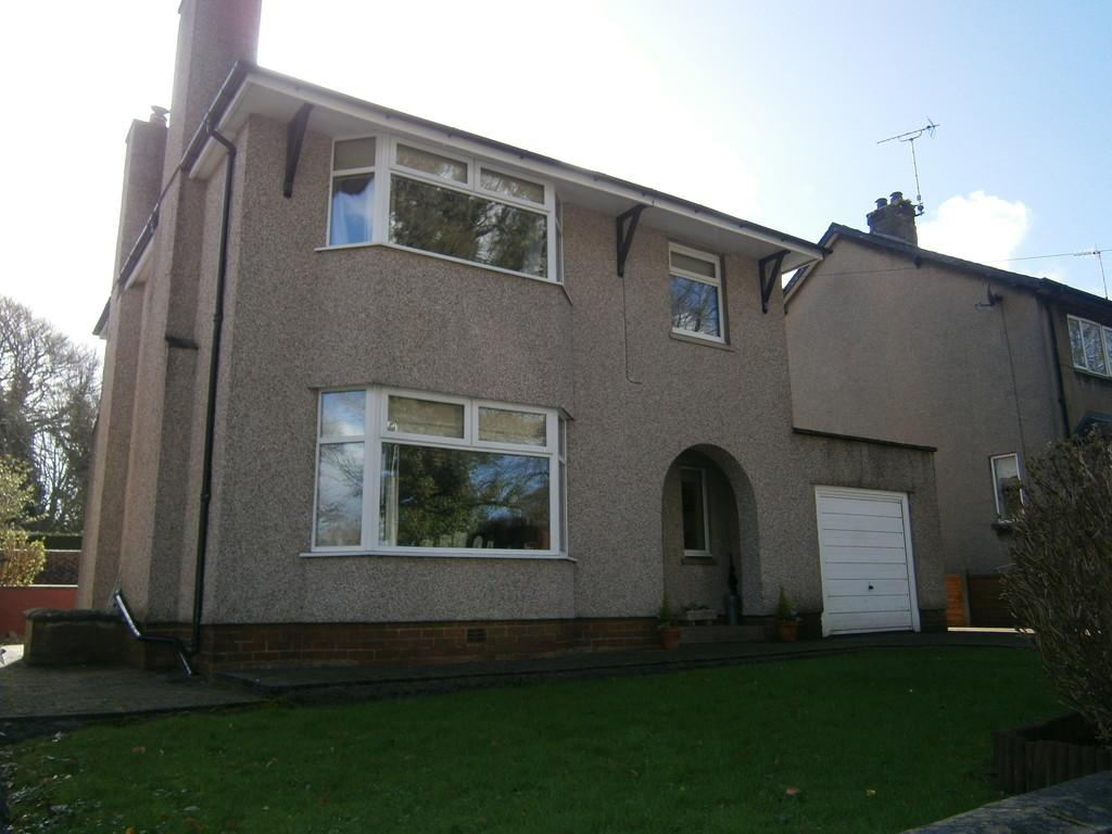 3 Bedrooms Detached House for sale in Conishead Road, Ulverston