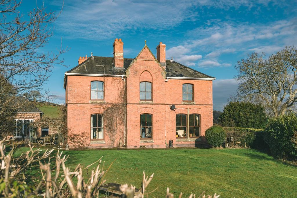 4 Bedrooms Detached House for sale in Mochdre, Newtown, Powys