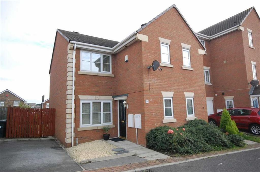 3 Bedrooms Town House for sale in Kiln Avenue, Mirfield, WF14