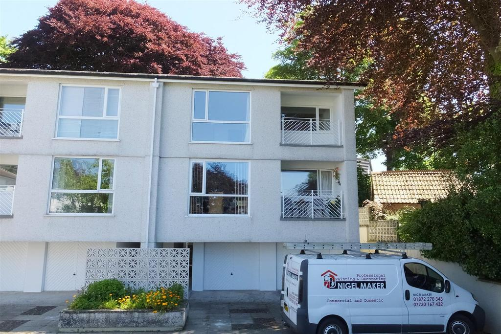 2 Bedrooms Flat for sale in Elm Court, Truro