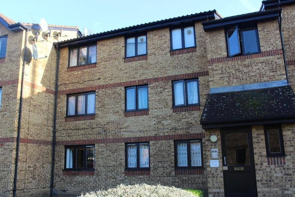 2 Bedrooms Flat for sale in Sawyer close, Edmonton N9